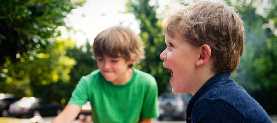 Контактные линзы нельзя носить детям